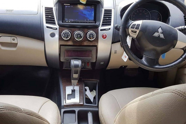 MITSUBISHI PAJERO SPORT EXCEED A/T 2012