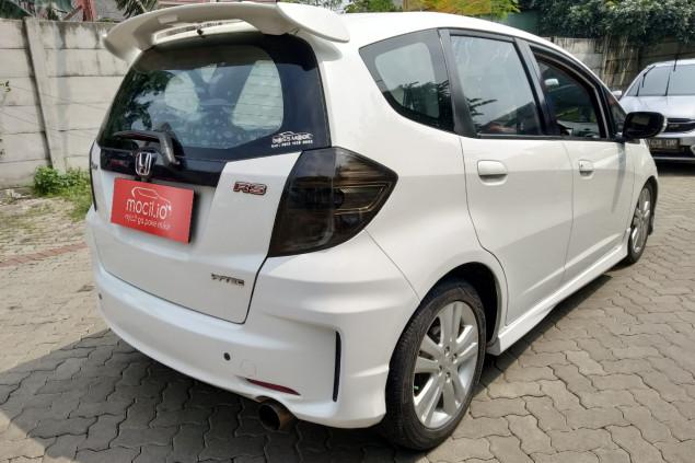 HONDA JAZZ 1.5L RS AT 2013