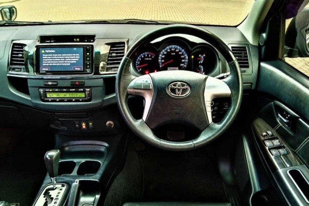 TOYOTA FORTUNER 2.7L G LUX BENSIN AT 2015