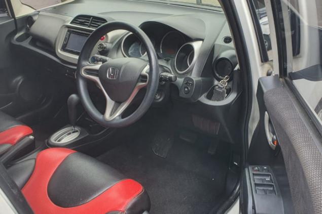 HONDA JAZZ 1.5L RS AT 2014