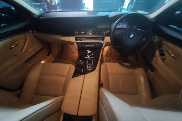 BMW SERIE 523i AT 2012