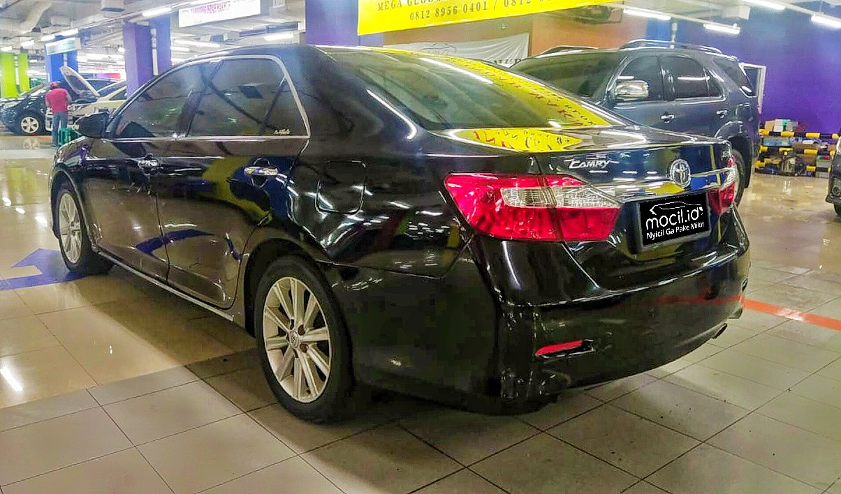 TOYOTA CAMRY 2,5L V A/T 2012