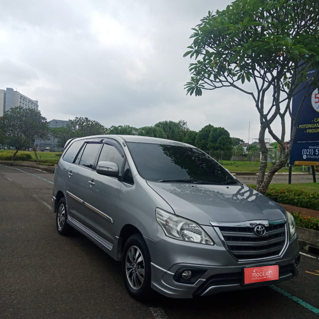 TOYOTA INNOVA 2.0L G LUXURY BENSIN AT 2015