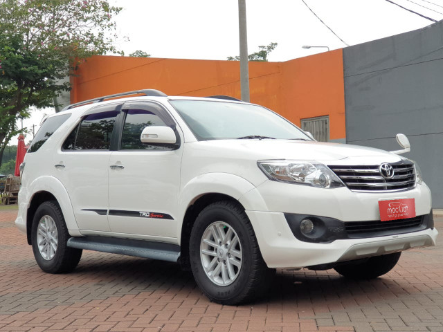 TOYOTA FORTUNER 2.5L G TRD DIESEL AT 2012